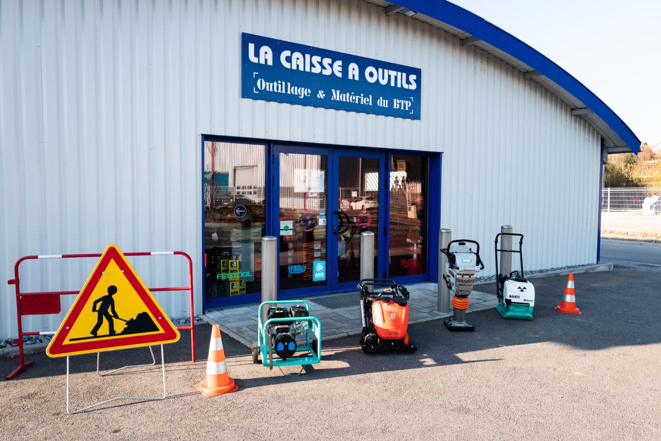 Devanture du magasin la caisse à outils